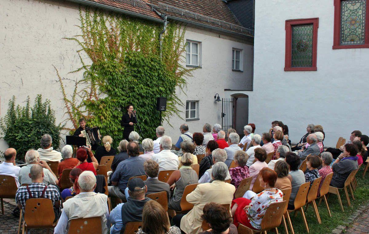 8. Auflage der attraktiven Sommerkonzerte im Synagogenhof des Jüdischen Kulturmuseums Veitshöchheim an allen Sonntagen vom 2. August bis 13. September 2015 um 18 Uhr