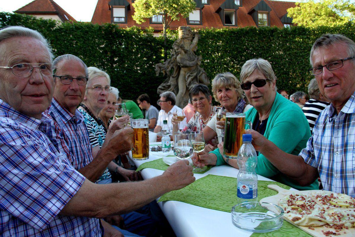 Aus dem Münsterland fünf Tage nach Veitshöchheim kommend, ließ es sich diese Kegelgemeinschaft auf dem Weinfest gut gehen.