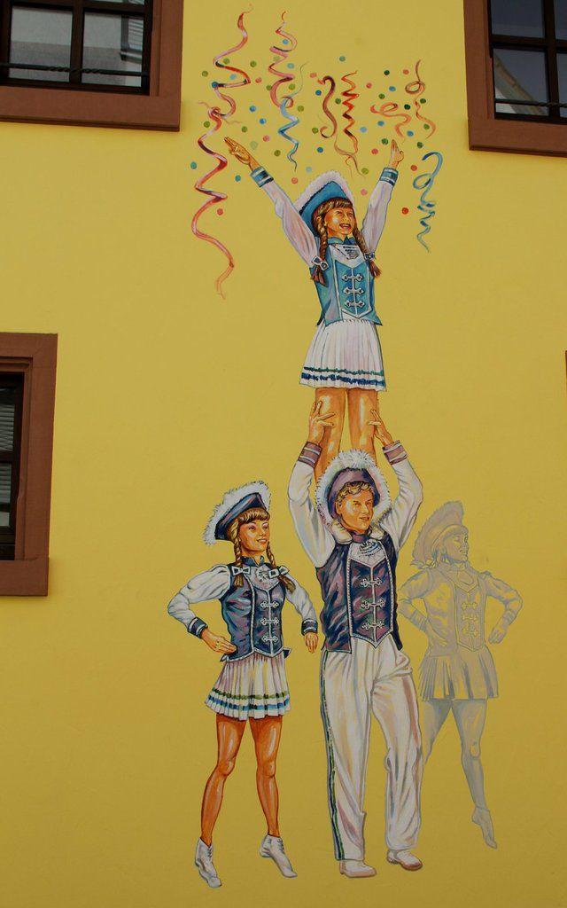 Die Gemischte Garde der Buchnesia Nürnberg zeigte 2015 eindrucksvoll, dass sie zu den besten ihrer Art in Deutschland gehört. Die Damen und Herren (die Buchnesia hat eine der wenigen gemischten Garden) sind seit Jahrzehnten immer unter den Besten bei den Turnieren im Bund Deutscher Karneval. Dieser Verein ist seit 1992 in Veitshöchheim dabei.