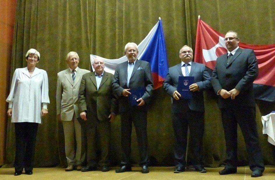 """Ehrung von Rainer Kinzkofer und Karl Nausch bei der Verleihung des """"Herz für Rotava"""" als Dank für den Einsatz beim Entstehen der Partnerschaft"""
