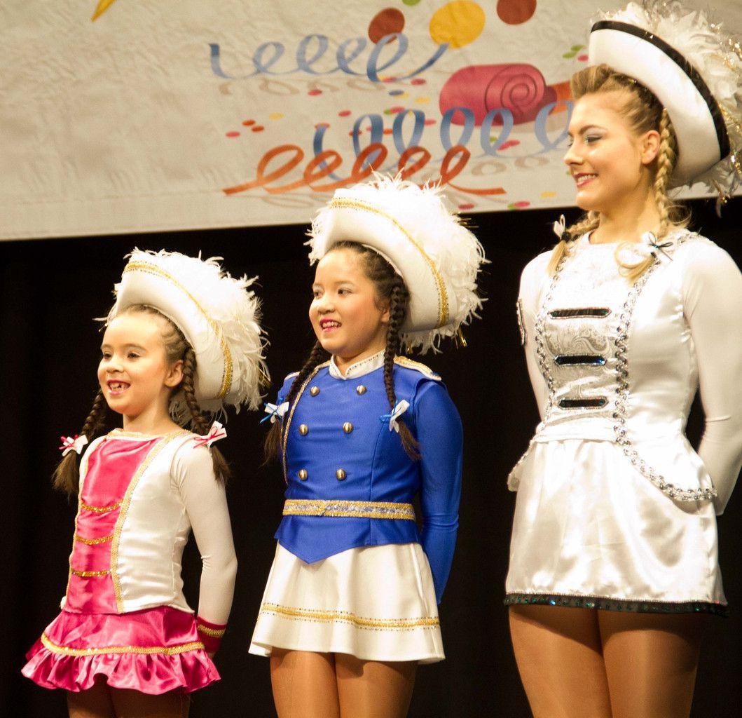 Weiße, Rote und Blaue Garde und die drei Tanzmariechen Amy Jessica Ruiz, Karolin Stricker und Anne Bodinka servierten mit Kostproben ihres tänzerischen Könnens dem Publikum einen Augenschmaus.