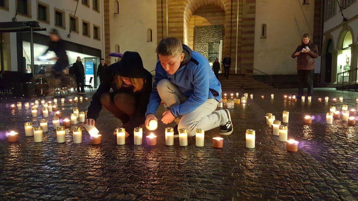 """Solidaritätsaktion  """"Eine Million Sterne"""" mit Beteiligung des Gymnasium Veitshöchheim bringt 900 Euro für soziale Projekte in Bolivien"""
