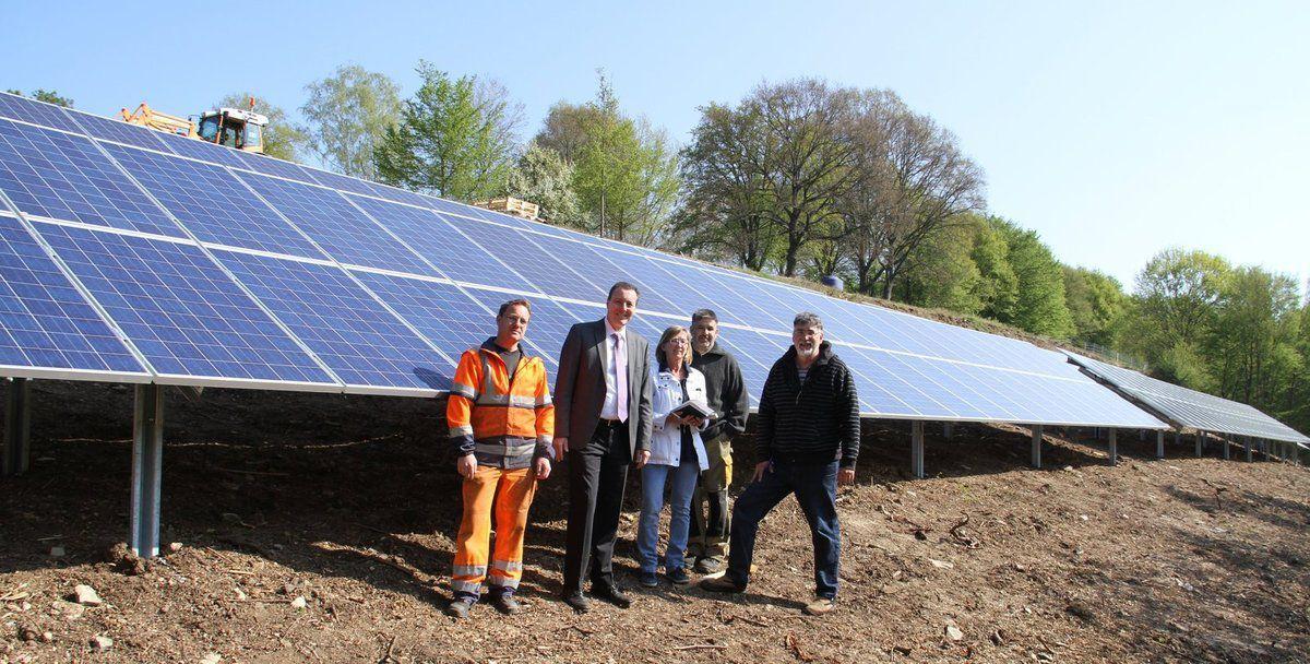 2015 installiert: Die dritte gemeindiche PV-Anlage am Südhang des Geisbergbades