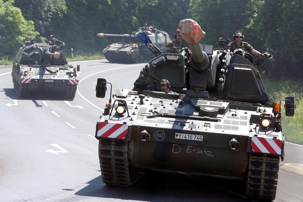 Schauspiel Panzer-Konvoi in Veitshöchheim