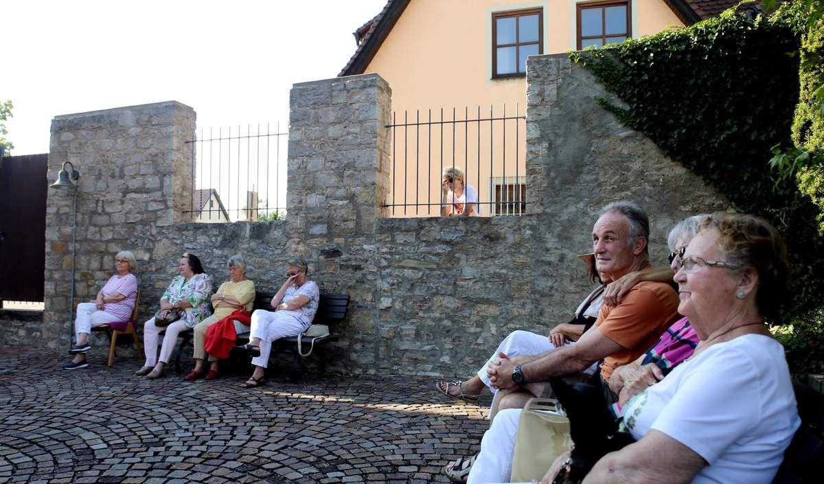 Zum Genießen, das Konzert des Duos Califragilis aus Eibelstadt im Veitshöchheimer Synagogenhof