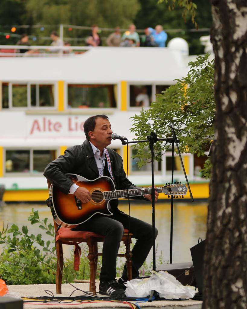 Einzigartiges Lauschmusik-Festival des Veitshöchheimer Jugendbahnhof e.V. an der Mainuferpromenade trotz Wetterkapriolen