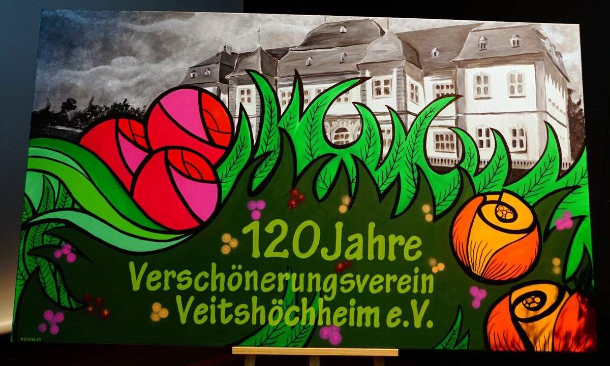 Diese originelle Bildtafel auf der Bühne gestalteten für das Jubiläum des Verschönerungsvereins Schüler der Mittelschule im Werkunterricht von Michael Stadtmüller.