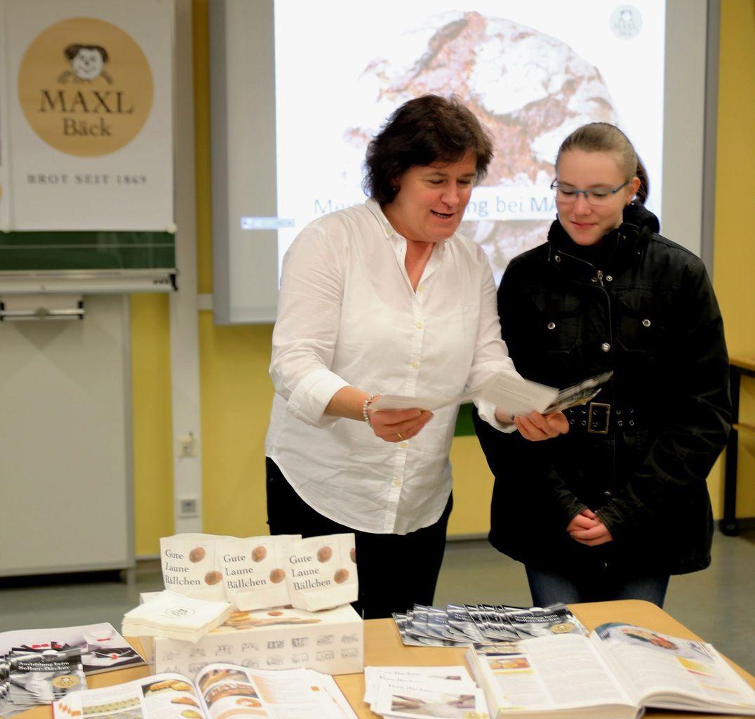 Ein Praktikum bei Maxl Bäck Zellingen bekam Fabiane Dörrie aus Leinach von Barbara Amrhein vermittelt.