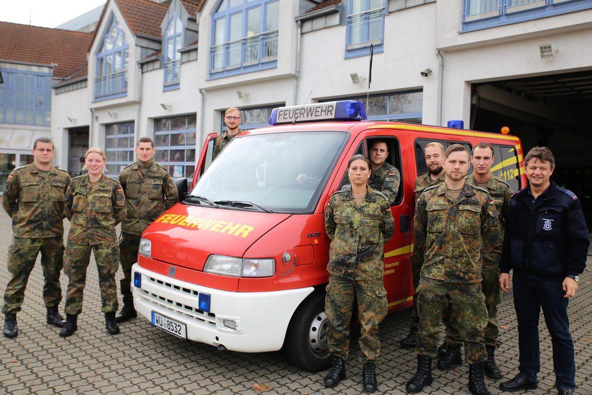 Bereits heute begrüßte Feuerwehrkommandant Robert Röhm die neuen Veitshöchheimer HvO'ler aus den Reihen der Stabs- und Fernmeldekompanie der 10. Panzerdivision  im Feuerwehrhaus, um sie zwei Tage lang über Funkeinsatz, Ortskunde und Sonderrechte bei HvO-Einsätzen zu informieren.