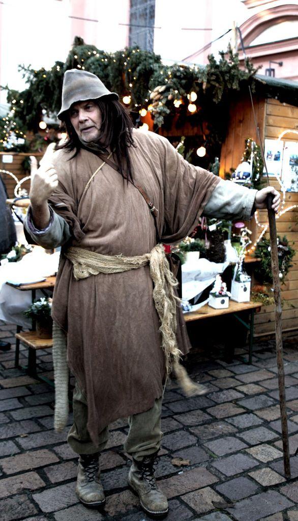 Und auch der mittelalterliche Tagdieb Klaus Körber war wieder mit von der Partie - Dieses Mal führte sein Rundgang durch den Altort zur Galerie im Pfeufferhof.