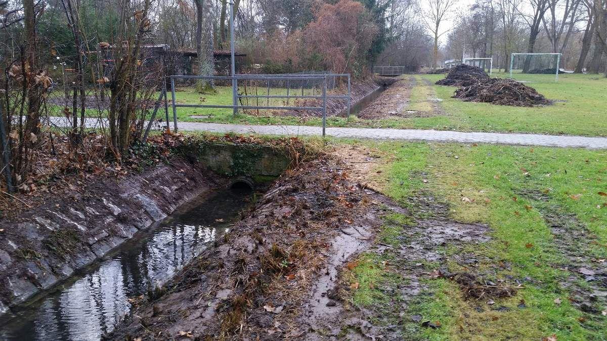 Aufwändige Säuberungsaktion der Entwässerungsgräben am Main vom Mainsteg bis zur Kläranlage