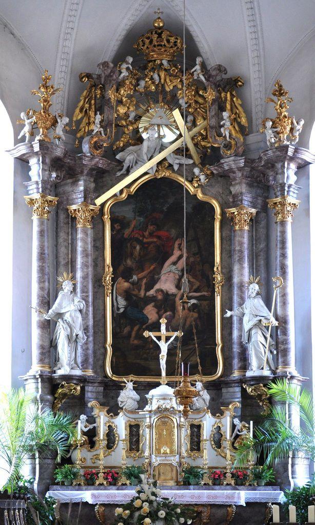 So gestaltete Fischer einige Altarfiguren des Mitte des 18. Jahrhunderts neu geschaffenen Hochaltars und der Kanzel der Pfarrkirche St. Peter in Neuburg a.d. Donau  nach dem Zeitgeschmack des Barock