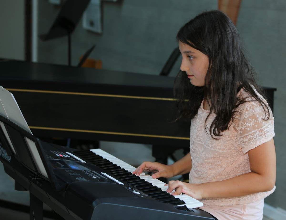 """Luisa Schneider, Keyboard mit """"Alone"""""""