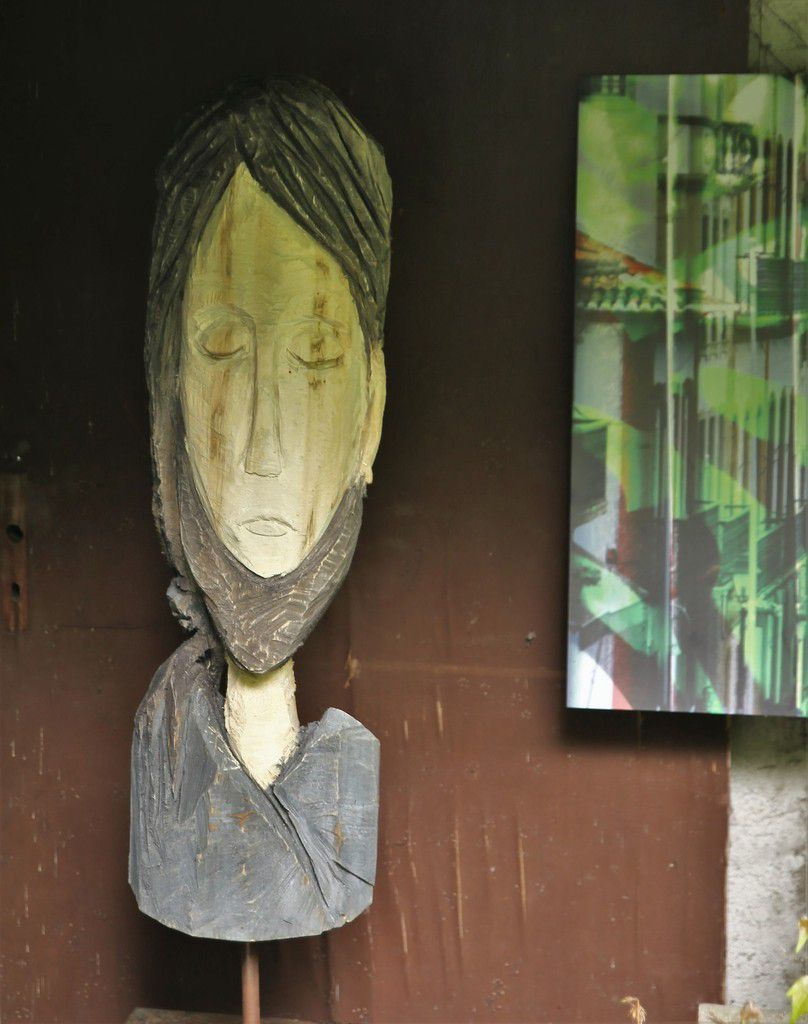 """""""Dankbarkeit für das Leben"""", diesen Ausspruch hat die Künstlerin diesem Holzportrait gewidmet."""