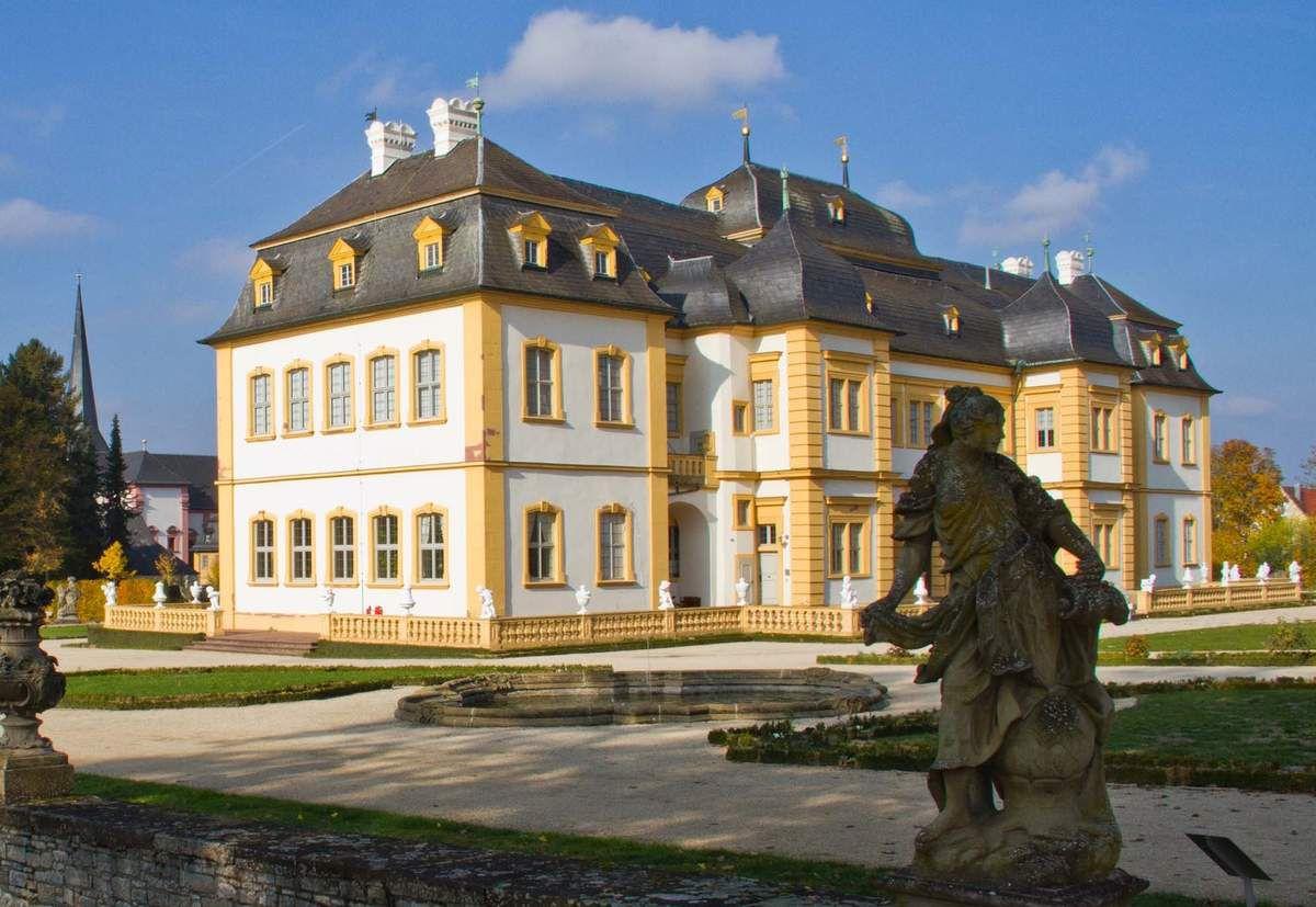 Weiß und ocker  - Gemeinderat legte neue Farbgebung für Kavaliersgebäude (Rathaus, Mittelbau und Ratskeller) fest