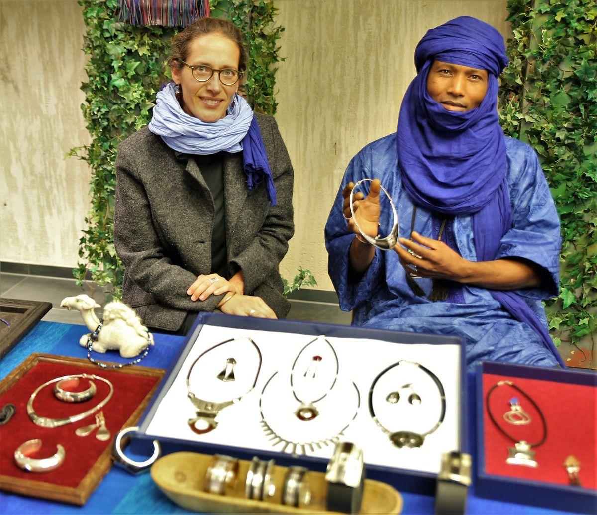 Idrissa Girir, Silberschmied der Tuareg zeigte in der Messe seinen originellen Schmuck