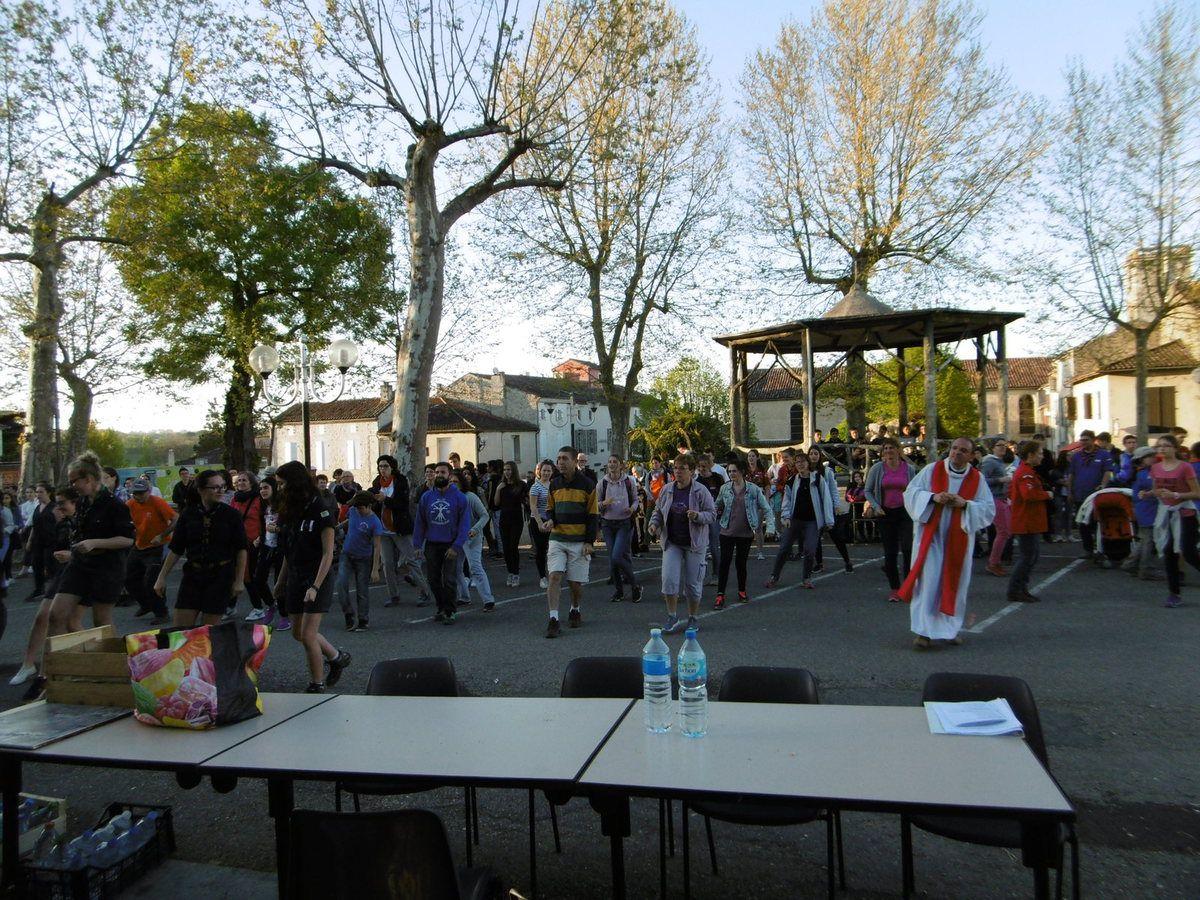 Marche de Fals à Astaffort - flash-mob - messe des Rameaux à Asatffort