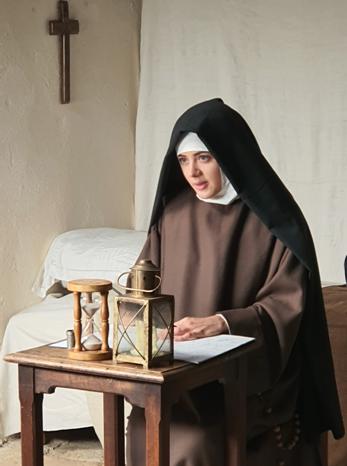 L'actrice jouant le rôle de sainte Thérèse dans le documentaire Secrets d'Histoire - © Secrets d'Histoire