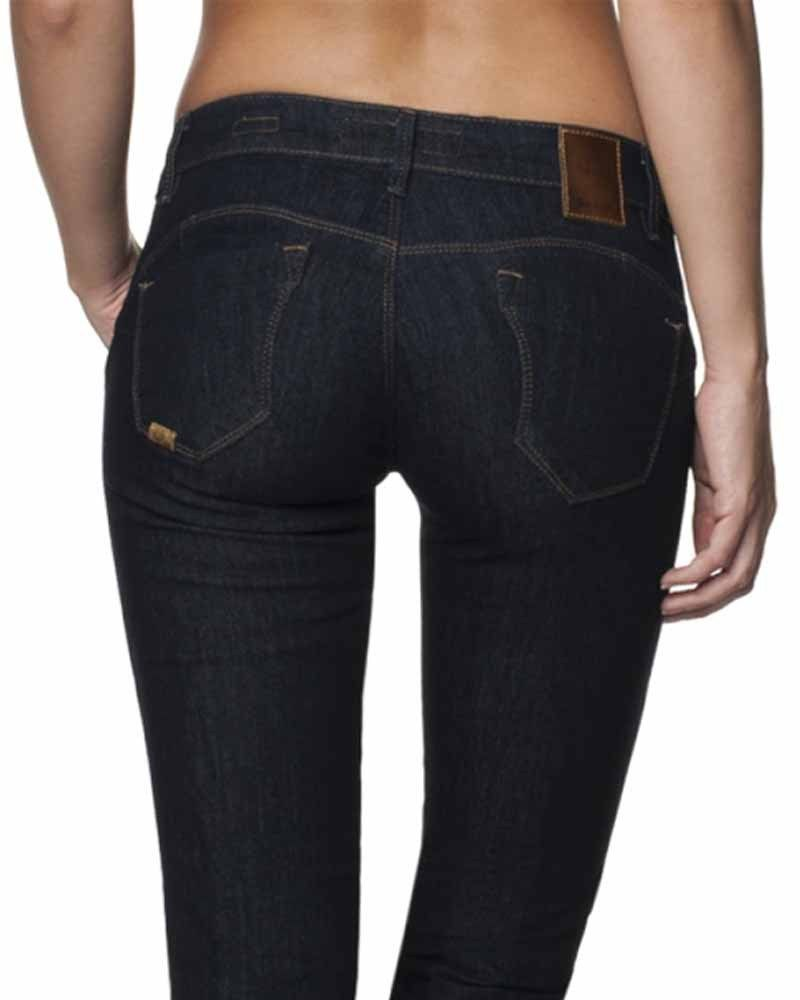 Quel jean choisir quand on a des fesses plates ? (source photo @glamnotes.fr)