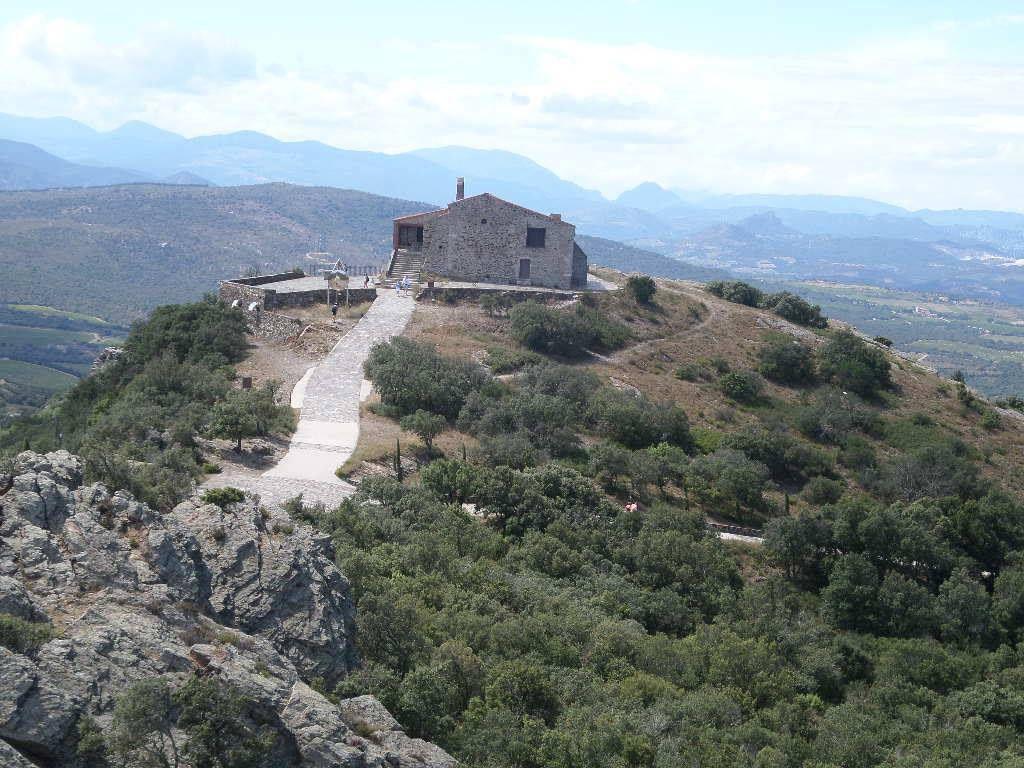 MONTNER : Força-Réal offre une vue panoramique magnifique sur les Pyrénées.