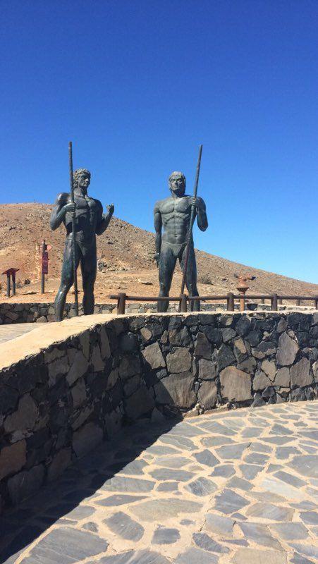 Notre découverte des statues géantes et  Mirador Morro Velosa, sur la route de Betancuria, à Fuerteventura.