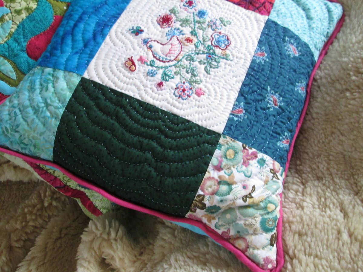 """Coussin """"bustle and sew"""", 2"""