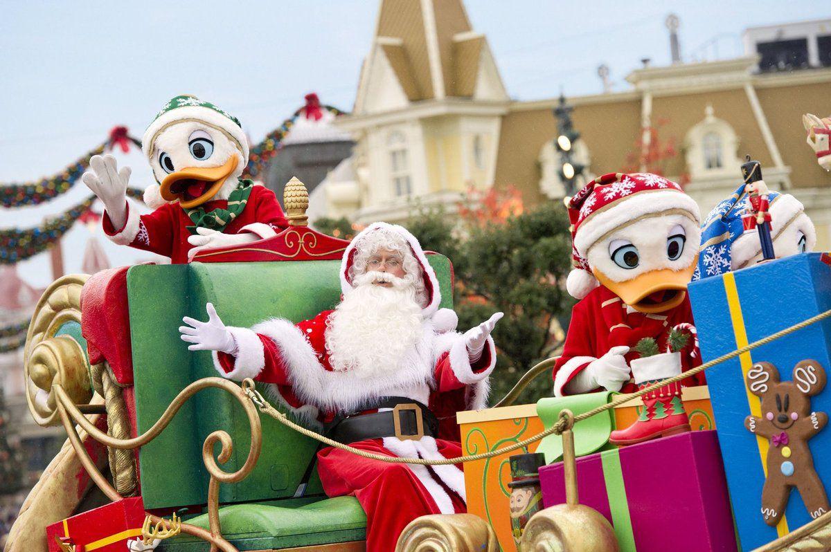 Rendez-vous du 7 novembre 2015 au 7 janvier 2016 pour 62 jours de Noël dans la plus pure tradition des fêtes de fin d'année, saupoudrée de magie Disney !