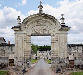 Chartreuse du Liget, monastère de moines-ermites chartreux fondé en 1178 par Henri II Plantagenêt en Touraine - Portail du monastère ruiné par les Guerres de religion