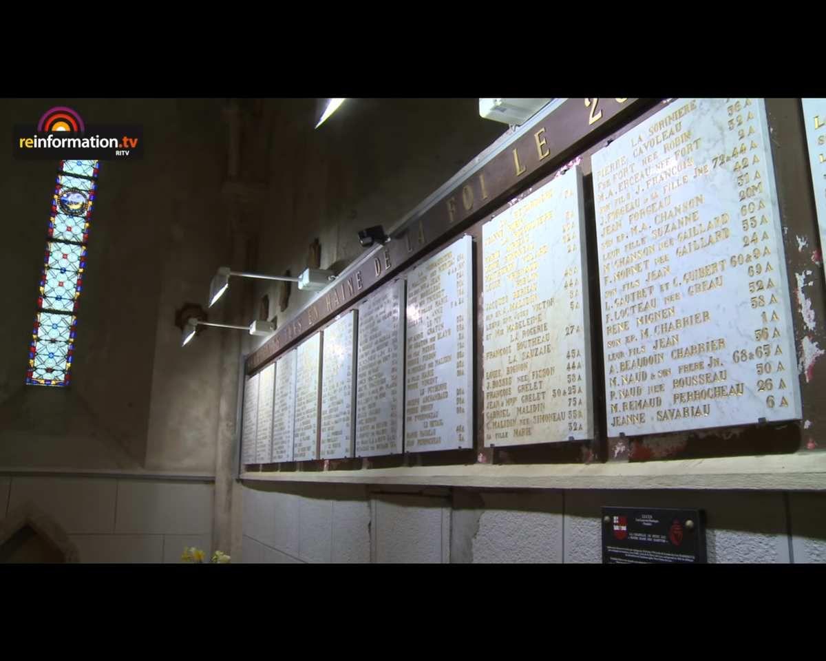 Lucq-sur-Boulogne, plaque en mémoire des 564 victimes brûlées vives dans la chapelle.