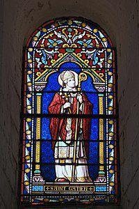 Vitrail figurant Gatien, dans l'église de La Celle-Guénand.