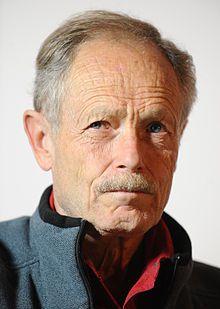 Erri de Luca (est un ouvrier, écrivain, poète et traducteur italien né le 20 mai 1950 à Naples, Italie)