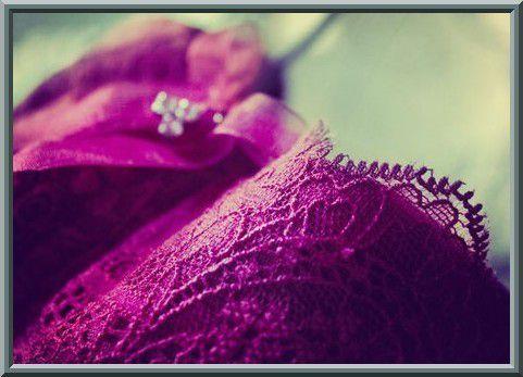 Parmi les moyens favorisant l'équilibre familial et la tranquillité du foyer : Répondre favorablement au mari concernant ce qu'Allâh lui a rendu licite