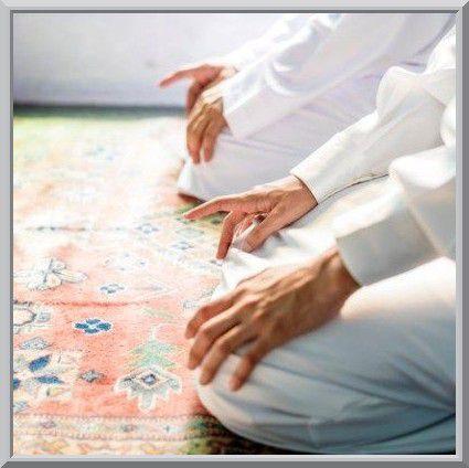 Prier dans les mosquées en laissant un espace entre chaque personne