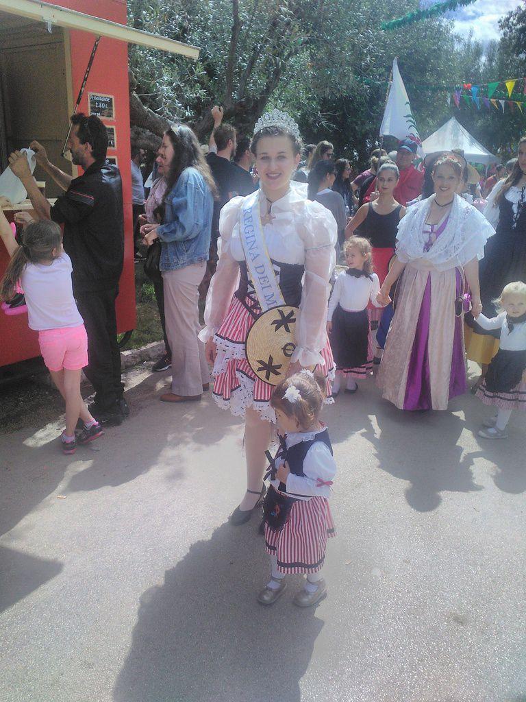 le groupe Rauba Capeu de la famille CASAGRANDE - la Reine des Mai 2016 - le groupe folklorique Nice la Belle - un groupe de spectacle vivant - la petite Niçoise et la relève est assurée