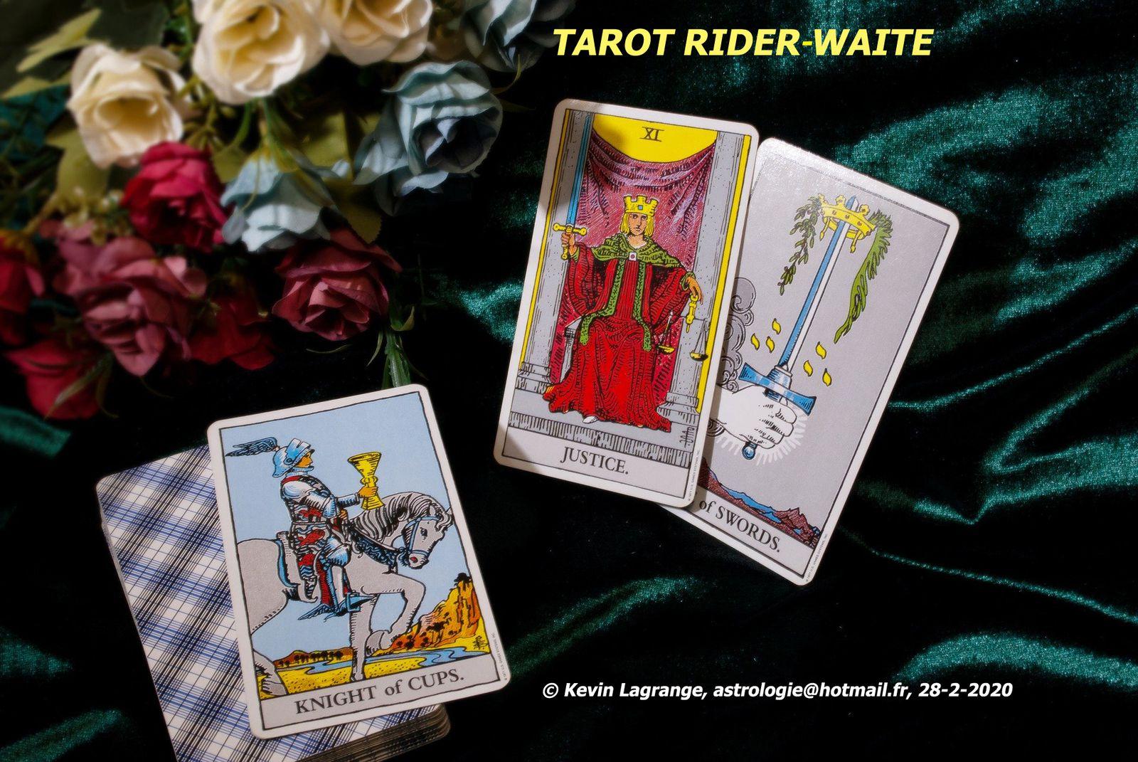 Cartomancie : quel jeu divinatoire pour débuter : Tarot de Marseille, Tarot de Rider-Waite, Oracle de Belline ou Oracle de la Triade  ?