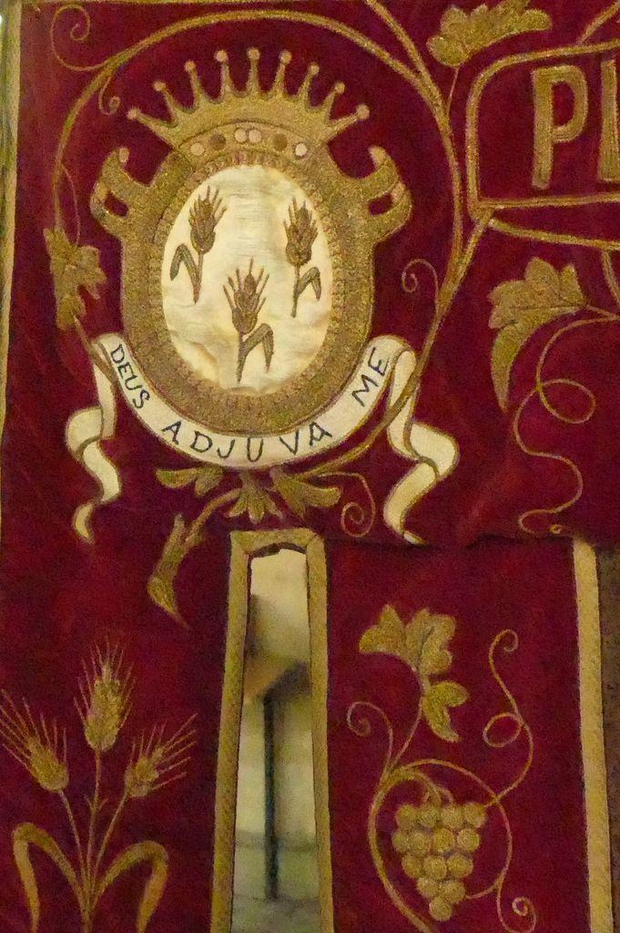 Les bannières de la chapelle de Sainte-Anne-La-Palud.