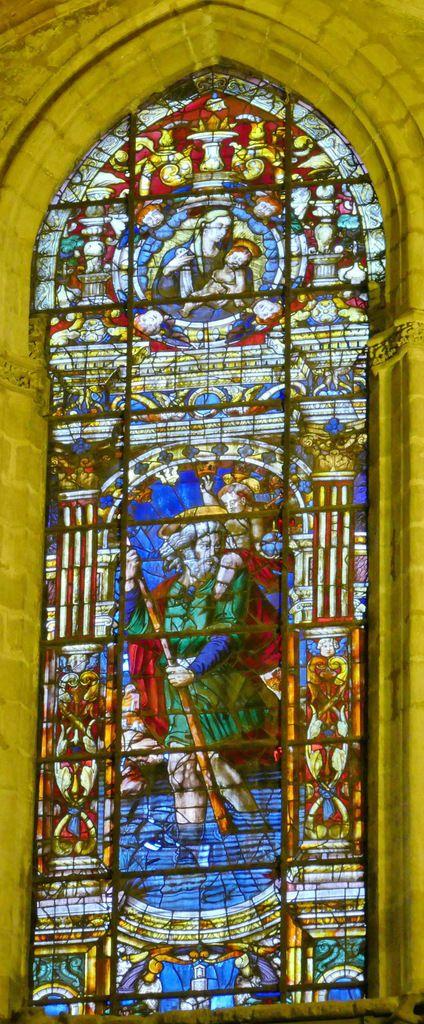 Vitrail de saint Christophe par Arnaud de Flandres (1546), cathédrale de Séville. Photo lavieb-aile.