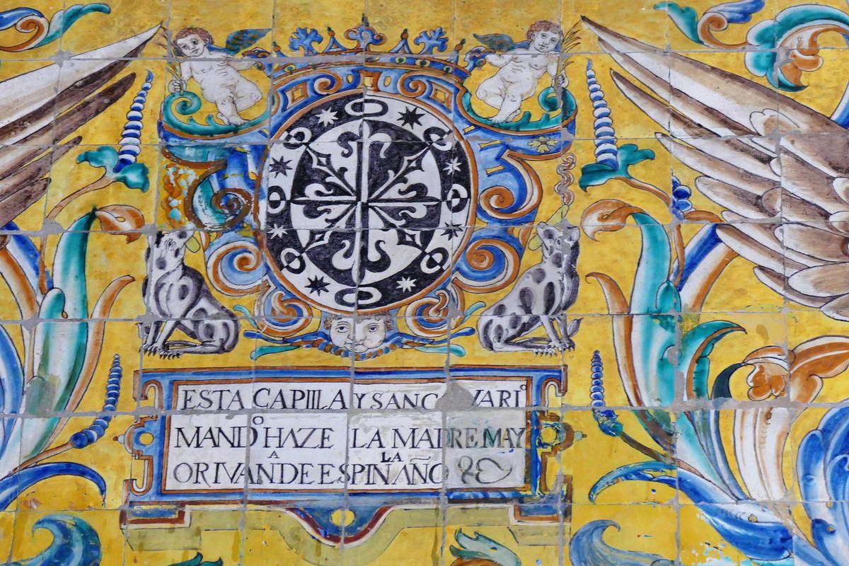 Azulejos par Hernando de Valladares sur l'arche de l'ancien couvent Saint-Paul, XVIIe siècle, hall d'entrée, Musée des Beaux-Arts de Séville, photo lavieb-aile.