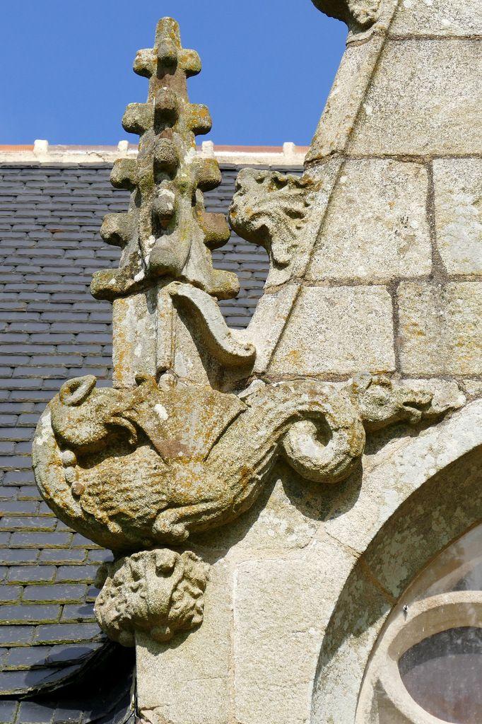 Dragon de la fenêtre sud, Chapelle Saint-Guen à Saint-Tugdual, photographie lavieb-aile.