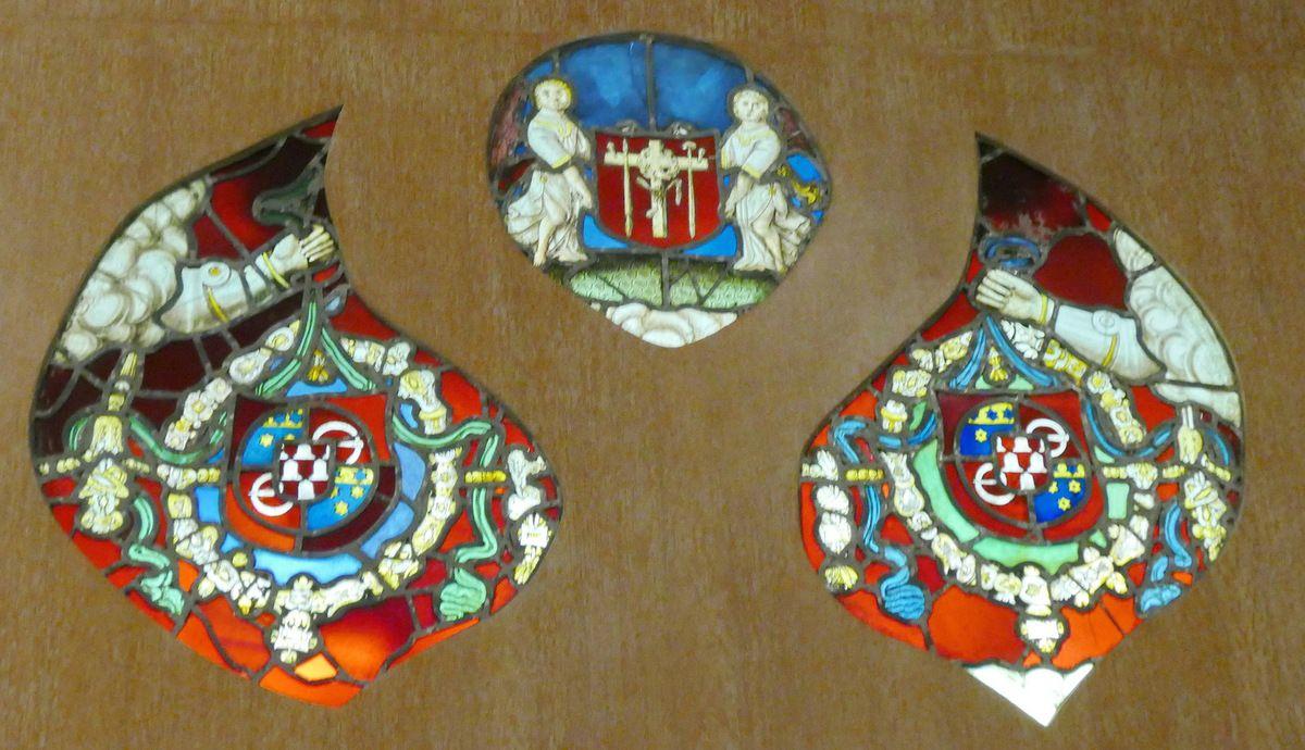 Tympan, Lancette B, Vierge à l'Enfant. Verrière de la chapelle Saint-Exupère de Dinéault. Musée Départemental Breton. Photographie lavieb-aile.