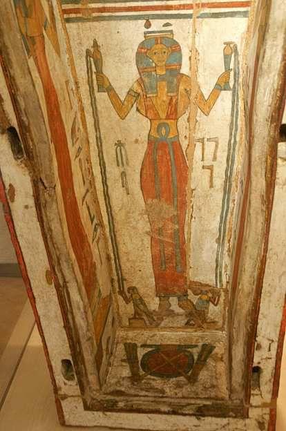 Cuve du cercueil de Nehemsimontou, Musée de Boulogne-sur-Mer, Source : http://djeserdjeserou.canalblog.com/archives/2013/03/25/26734095.html