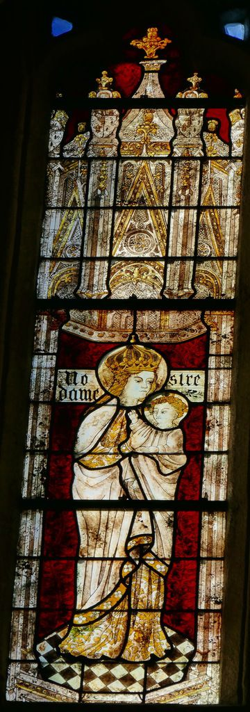 Lancette A, Vierge à l'Enfant,  Baie 102 du rond-point du chœur de la cathédrale de Quimper, photographie lavieb-aile
