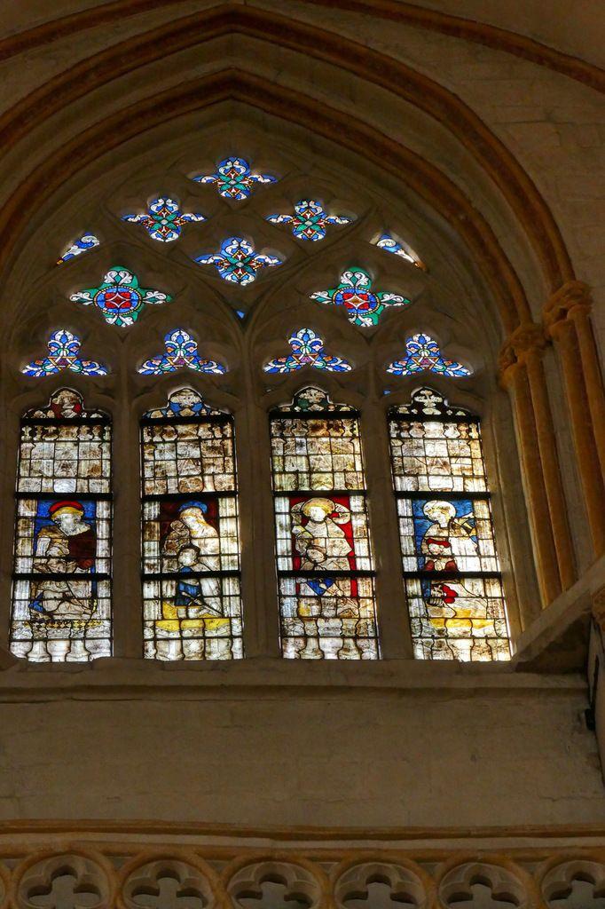 Baie n°112, coté sud du chœur, cathédrale de Quimper, photo lavieb-aile.