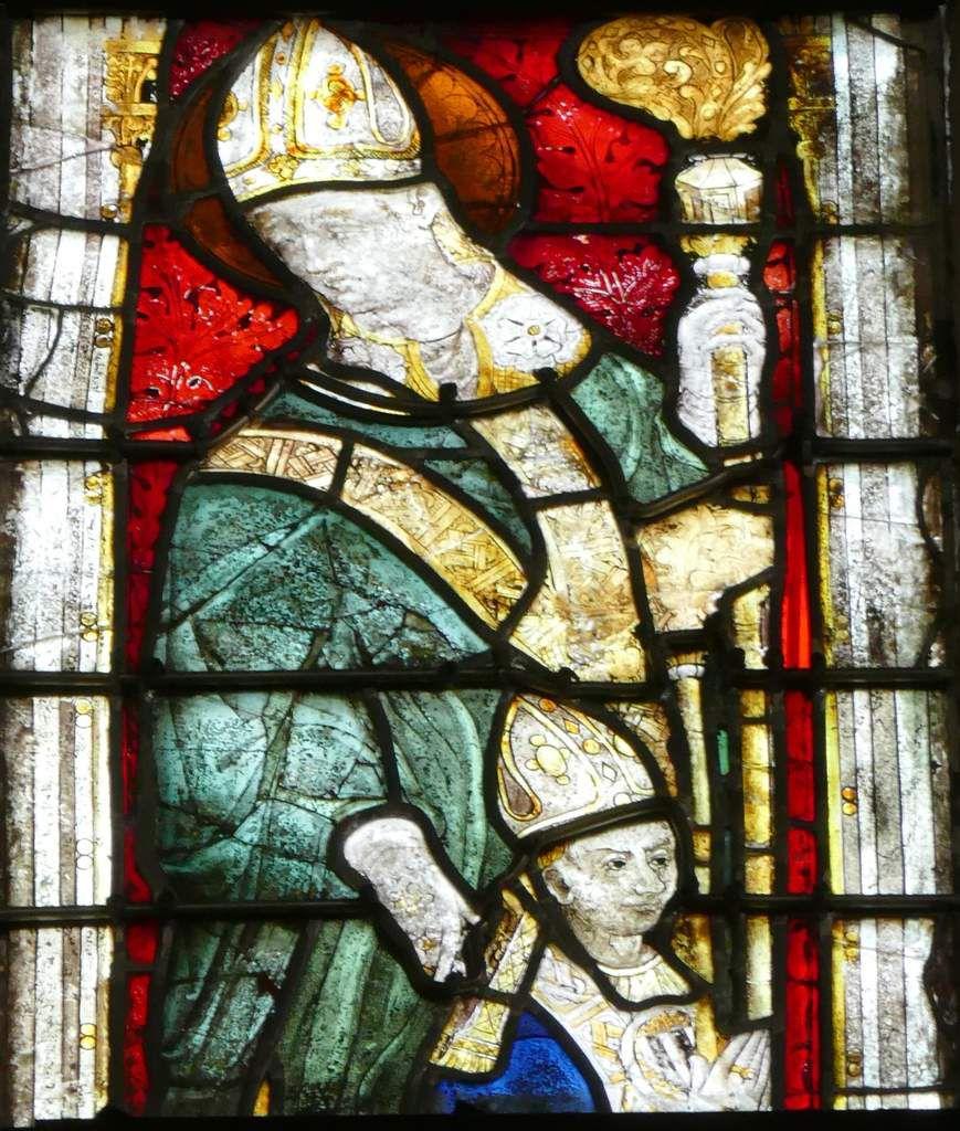 Saint évêque présentant Bertrand de Rosmadec, lancette B, baie n°105, chœur de la cathédrale de Quimper, photographie lavieb-aile.