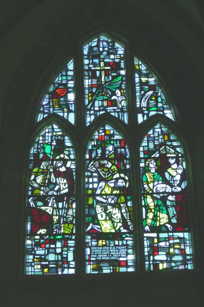 Martyre de Jean-Baptiste, Jacques Le Chevallier, vitrail du déambulatoire, chœur de l'église Notre-Dame du Cap Lihou, Granville, photographie lavieb-aile.