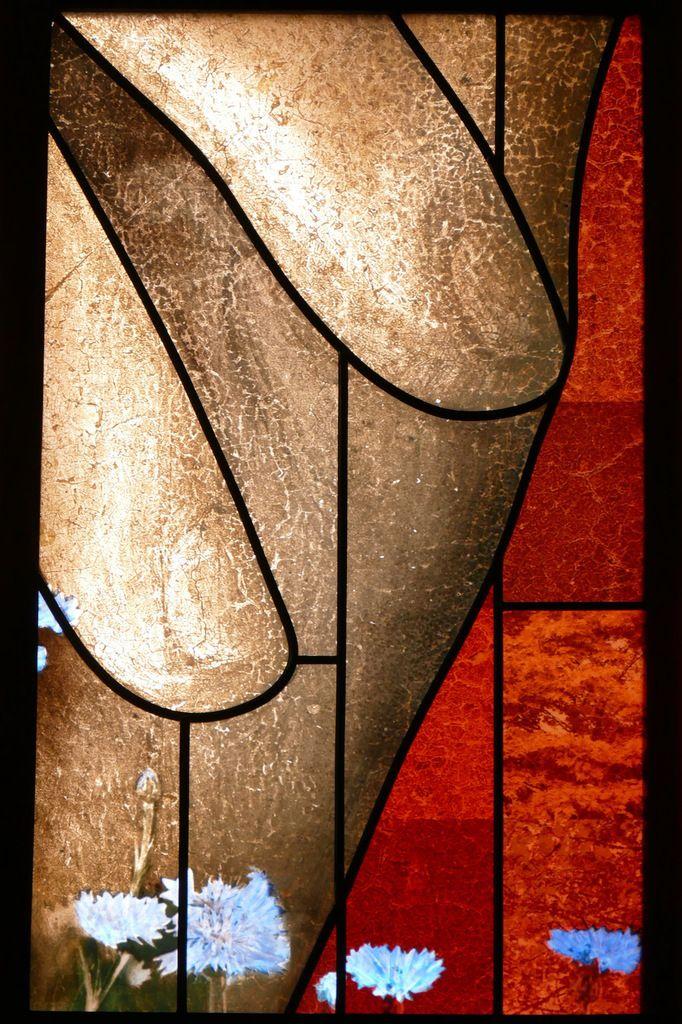 Vitrail des cent visages (2015), Véronique Ellena et Pierre-Alain Parot, chapelle Sainte-Catherine, cathédrale de Strasbourg. Photographie lavieb-aile.