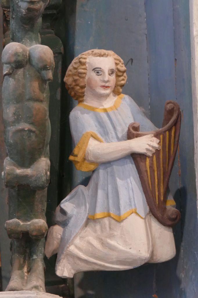 Ange harpiste,  Retable de la Trinité, Notre-Dame du Crann (Spézet), photographie lavieb-aile.