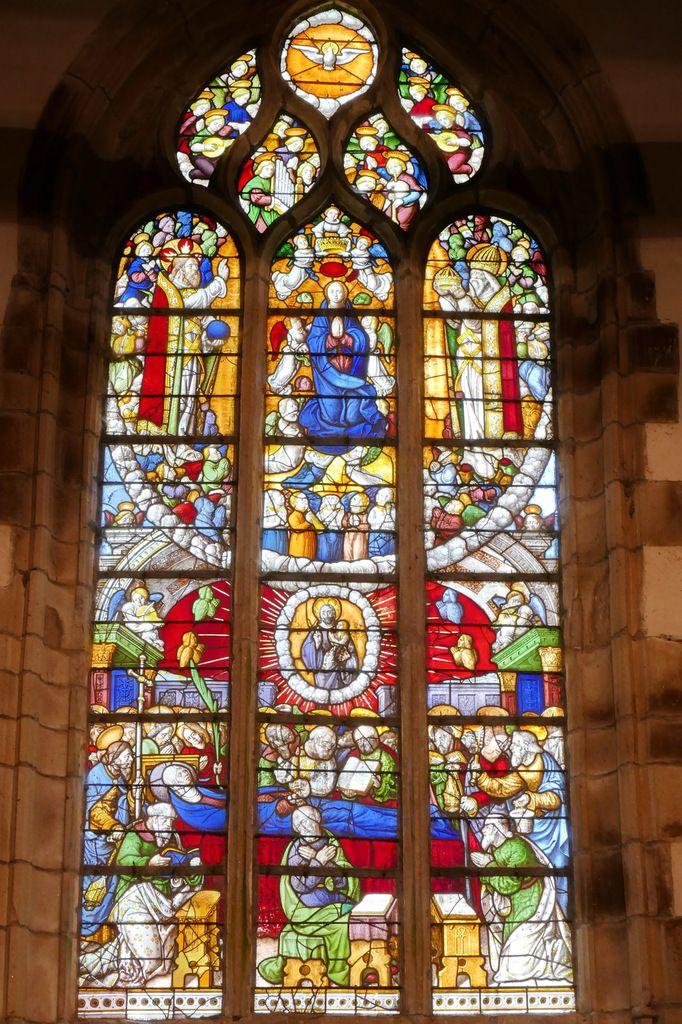 Verrière de la Dormition et du Couronnement de la Vierge, chapelle Notre-Dame-du-Crann, Spézet. Photographie lavieb-aile.