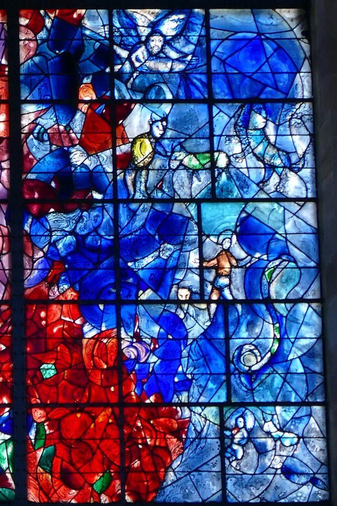 7.Vision d'Isaïe , verrière de l'Arbre de Vie (1976), Marc Chagall,  chapelle des Cordeliers de Sarrebourg. Photographie lavieb-aile.