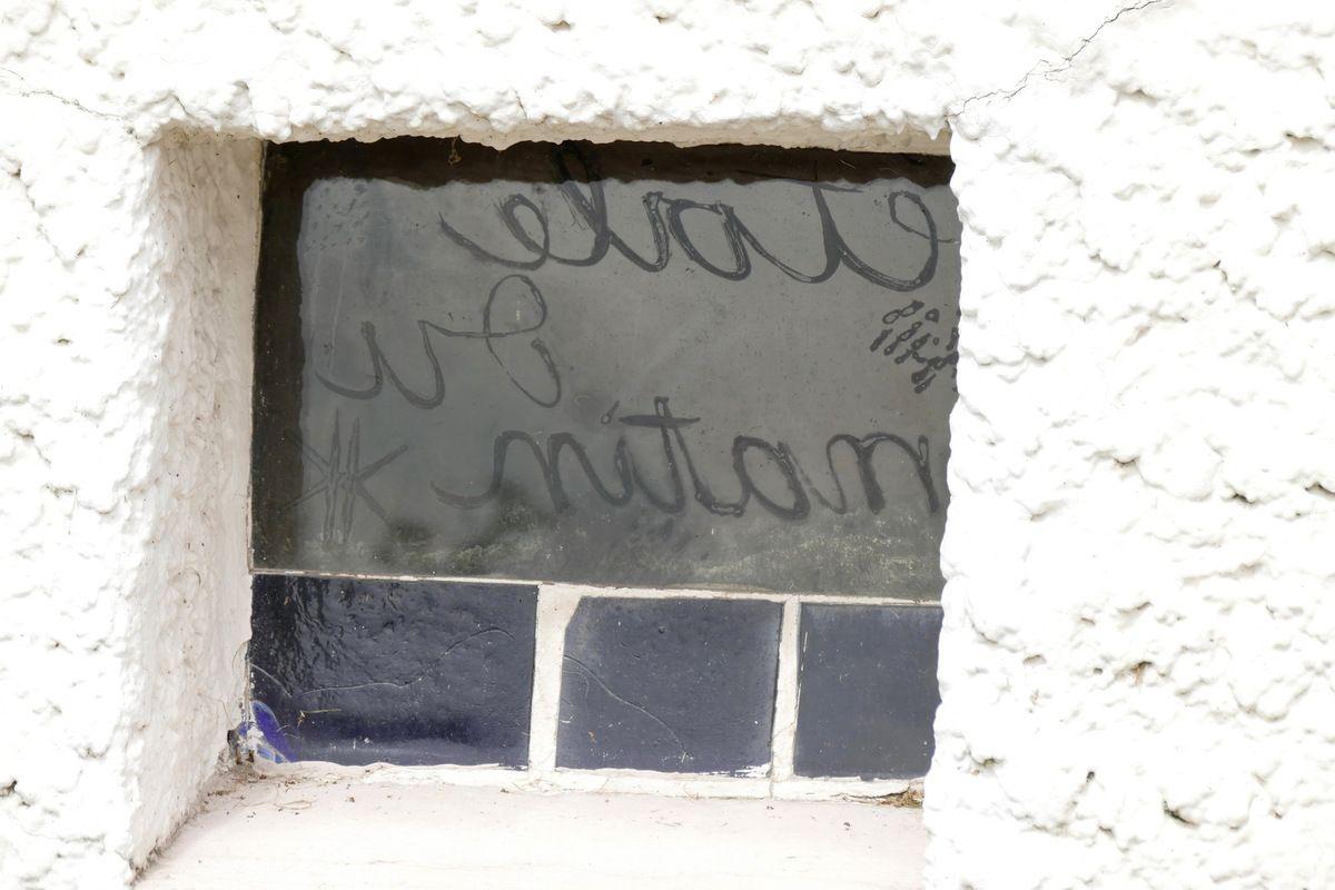 """""""étoile du matin"""",  mur de lumière, Chapelle Notre-Dame-du-Haut, Ronchamp, photographie lavieb-aile."""